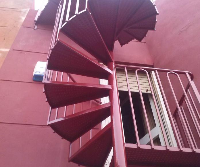 Escalera de caracol con escalón de punta de diamante