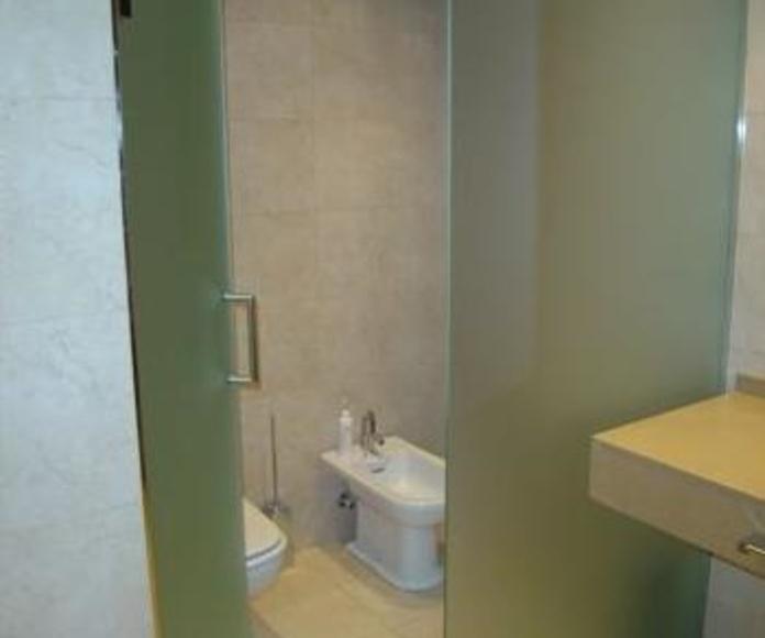 Puertas de cristal para baño. Cristalera Madrileña