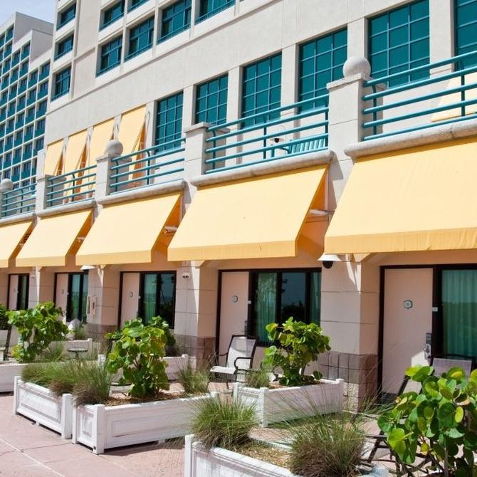 Equipa tu hotel o tus apartamentos con toldos de calidad