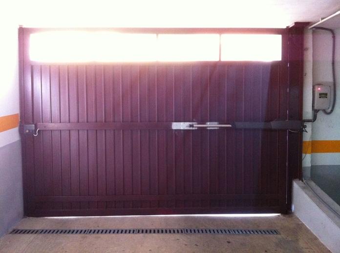 Puertas Abatibles: Servicios de Puertas Automáticas Tomás del Toro