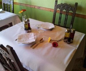 Mesa para tomar una comida casera
