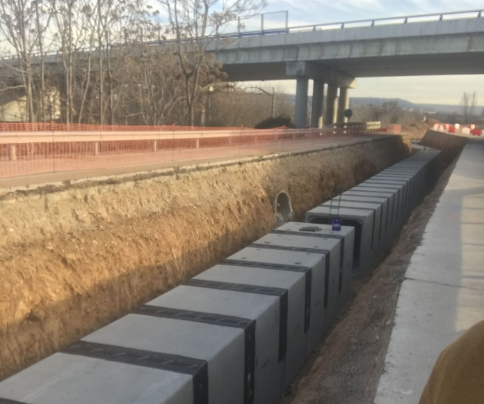 Obras de drenaje en colector enterrado bajo vía de tráfico. Sellado de juntas y conexionado. (Guadalajara)