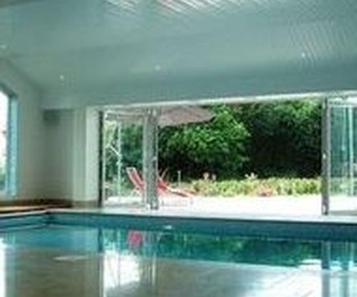 Cerramientos de piscinas en vidrio y aluminio en Valladolid