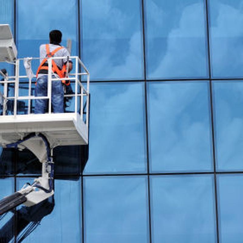 Limpieza de fachadas: Servicios que realizamos de Limpiezas Pirineos. Tel 617 32 76 52
