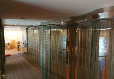 Separaciones de vidrio y acero inoxidable