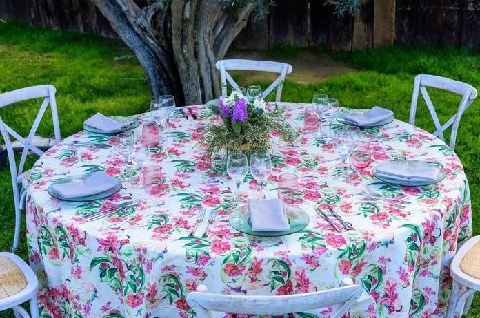 Mantel Redondo Estampado flores: Alquiler de Mantelería & Menaje