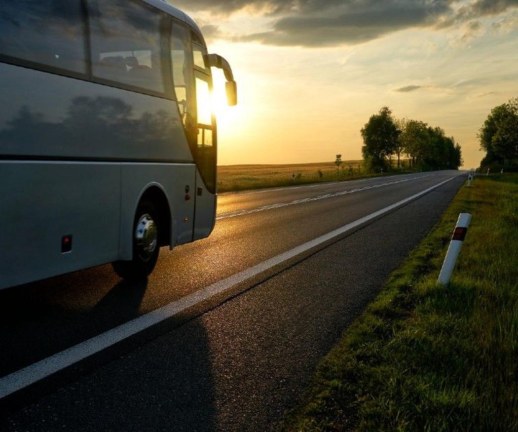 ¿Qué tener en cuenta al contratar autobuses adaptados para personas con discapacidad?