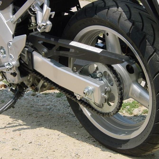 ¿Cada cuánto tiempo debes sustituir los neumáticos de tu moto?