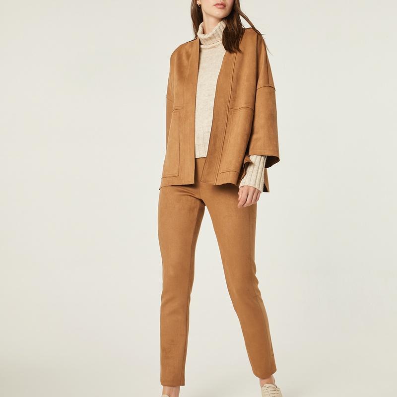 Conjunto chaqueta y pantalón color camel: Catálogo de Manuela Lencería