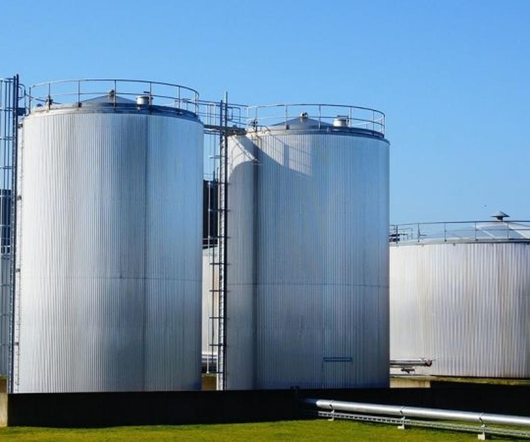 Cómo y por qué aislar tanques de almacenamiento