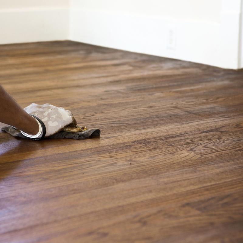 Acuchillado y barnizado de suelos: Servicios de MC Proyectos Cromáticos, S.L.
