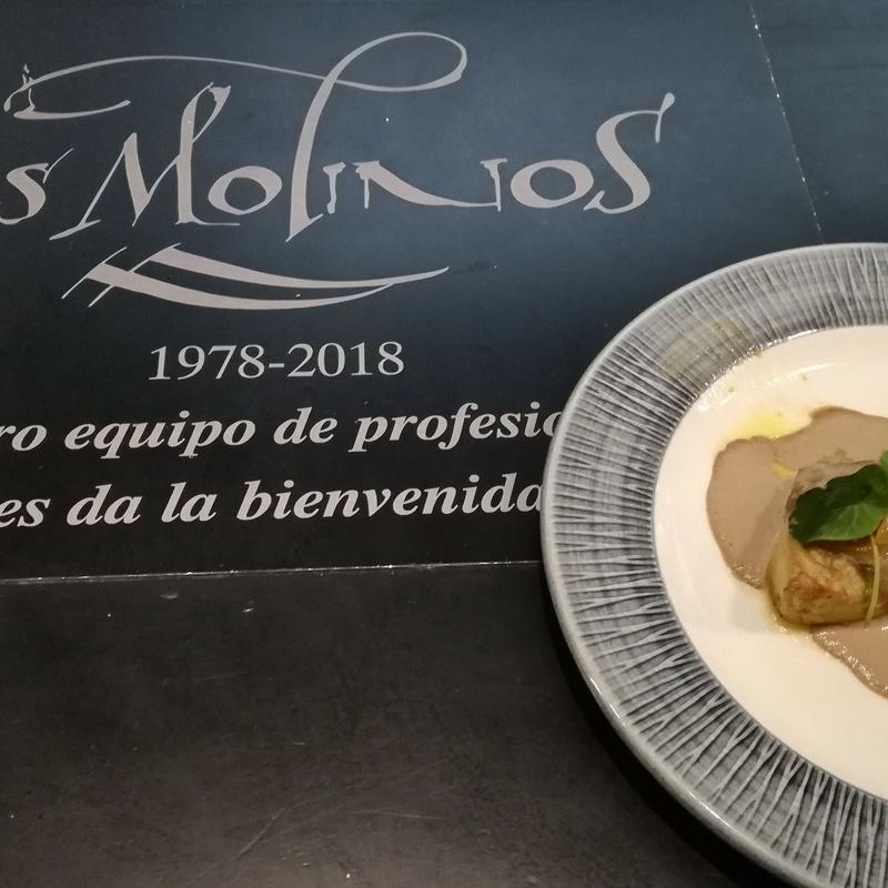 Escalope de föie con cebolla caramelizada y crema de boletus