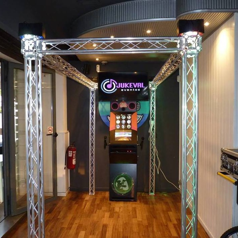 Karaoke rokola vip oke box: Nuestros servicios de Jukeval Eventos