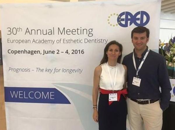 En el congreso de la European Academy of Esthetic Dentistry.