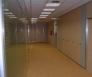 Separación de oficinas mediante mamparas