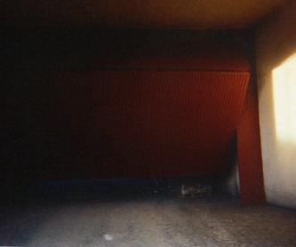 Puertas seccionales contiguas, en calle inclinada.: Trabajos de Cerrajería Alberto Bautista