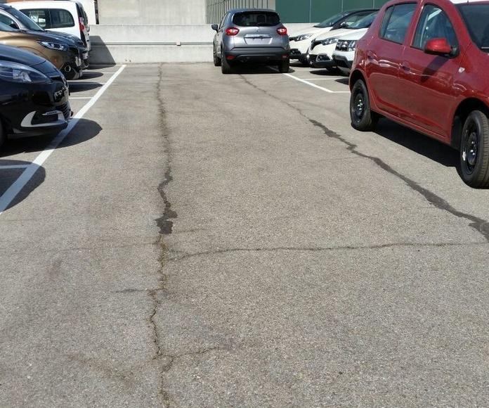 Pavimento antiguo de asfalto
