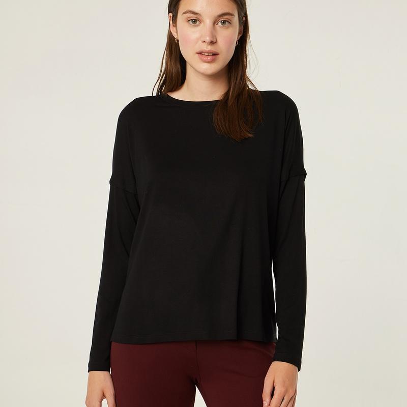 Jersey de punto color negro abotonado en la espalda: Catálogo de Manuela Lencería