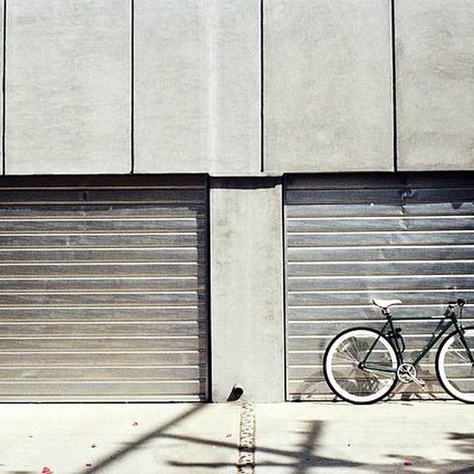 Aspectos a considerar al fabricar puertas de garaje