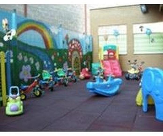 Patio de juegos: Servicios de Centro Infantil  Arco Iris
