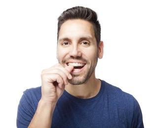 Cómo ocultar un aparato dental