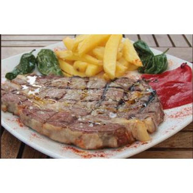 Platos combinados: Especialidades y platos  de Restaurante Charrito