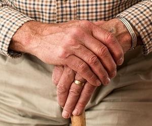 ¿Por qué el yoga ayuda a las personas mayores?