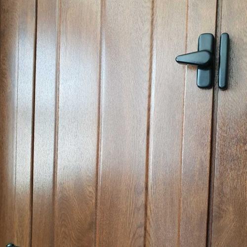 Porticones acabado madera estilo rústico