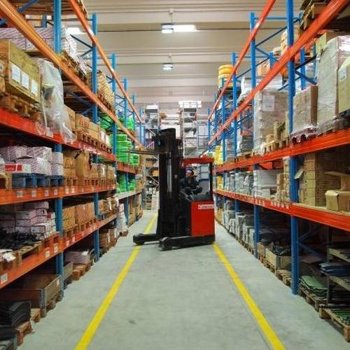Almacén de suministros de ferretería en Segovia