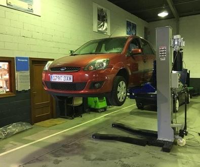 Nuevo equipamiento para taller en Cabal Automoción líder en adaptación de vehículos en Asturias