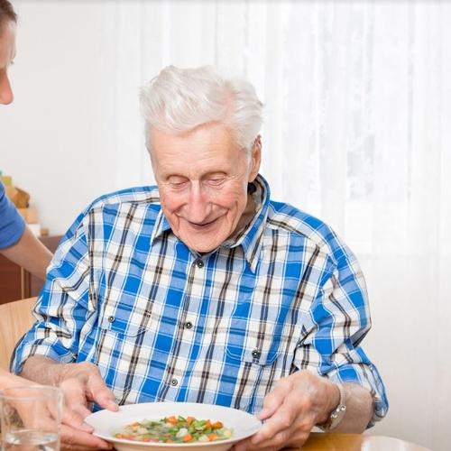 Cuidado de ancianos a domicilio Ciudad Lineal Madrid