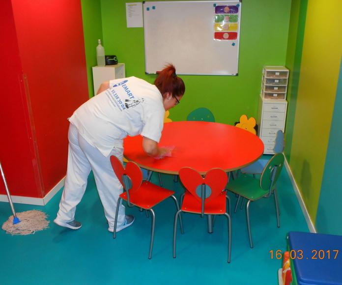 Limpieza de colegios: Servicios de Llemart Servei, S.L.