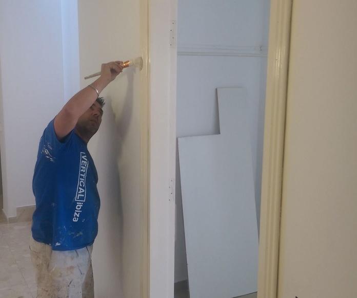 lacado de madera y pintura de 50 apartamentos en H.Mar y Vent