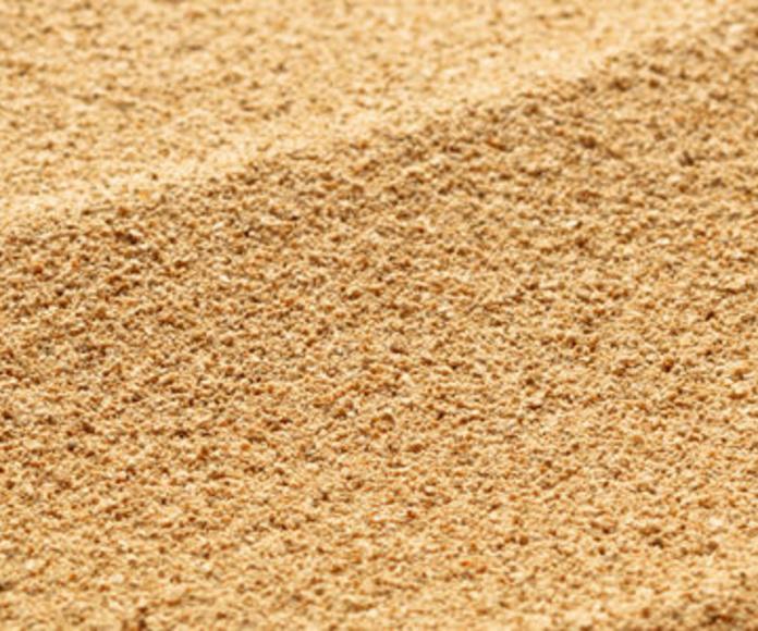 Camión de arena: Servicios de Hnos. López Materiales de Construcción