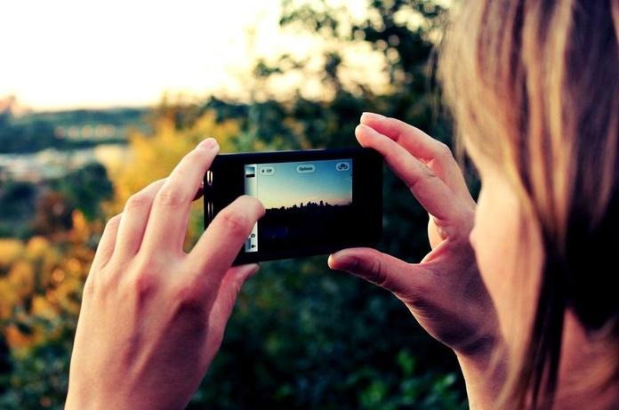 Tomar fotos con el móvil está destruyendo nuestros recuerdos