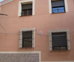 Aspecto de la fachada terminada, de una casa rehabilitada