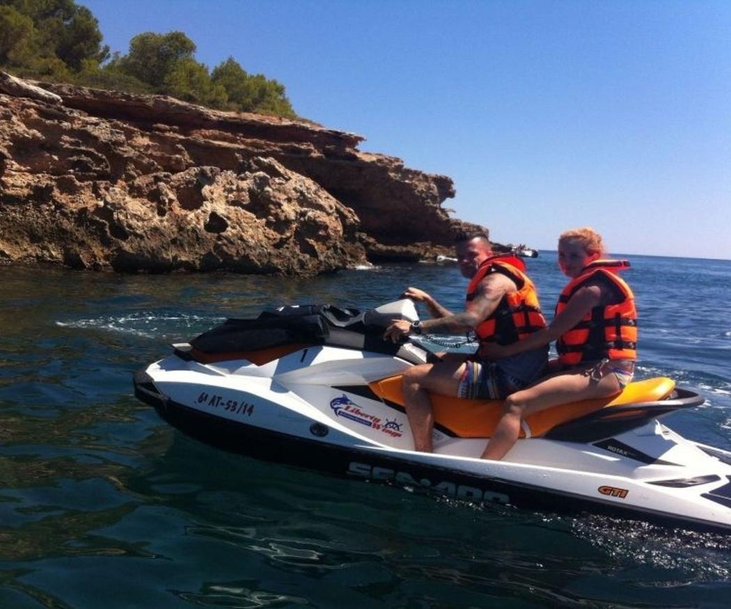 Requisitos para conducir una moto de agua