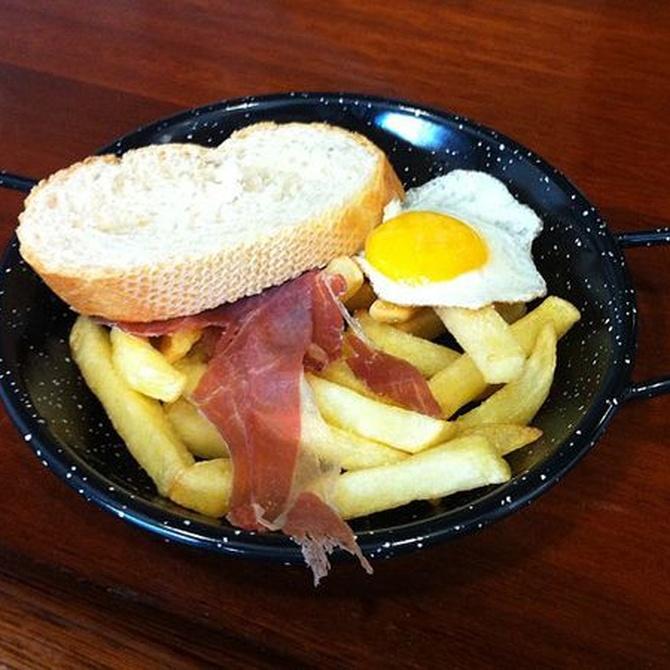 ¿Sabes cómo hacer huevos rotos con jamón?