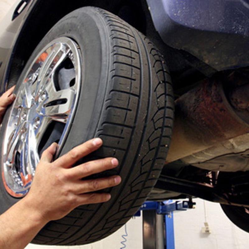 Cambio de neumáticos desde 45 €uros por neumatico: Servicios de reparación  de Talleres Dorado Bosch Car Services