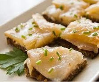 Ensaladas queso fresco y tomate con vinagreta de miel: Nuestra carta de Los Fogones de Raúl