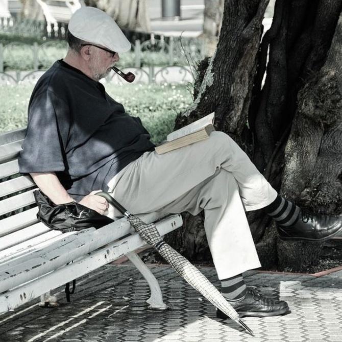 Cómo beneficia a las personas mayores la lectura