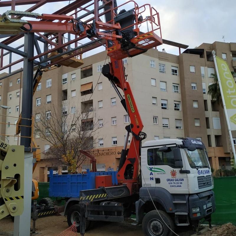 Camión grúa 40 tn.: Servicios de Transportes y Grúas Galván - Alquileres Galván