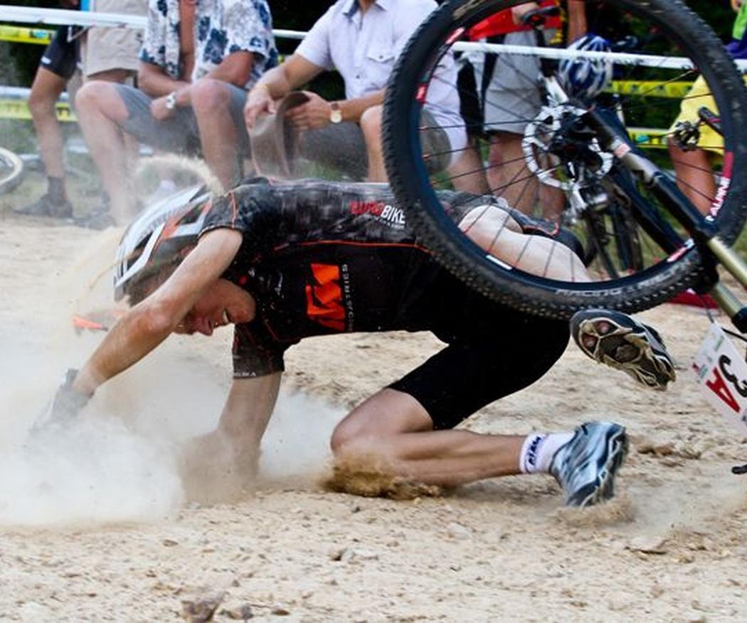 Cómo asistir a un ciclista accidentado