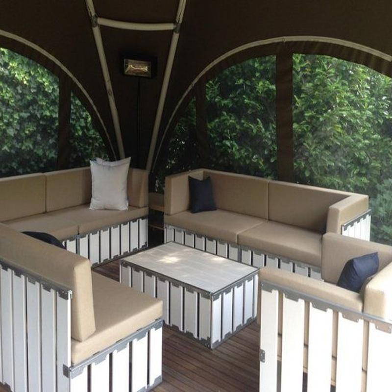 Sofá modulable en madera blanca: Alquiler de Mantelería & Menaje