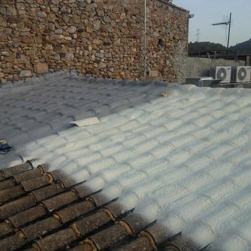 impermeabilizacion y aislamiento con espuma de poliuretano y pintura