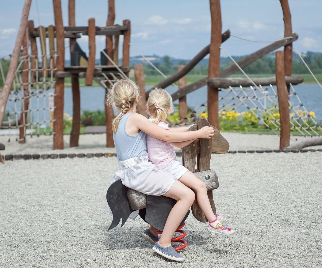 Beneficios de jugar en los parques infantiles