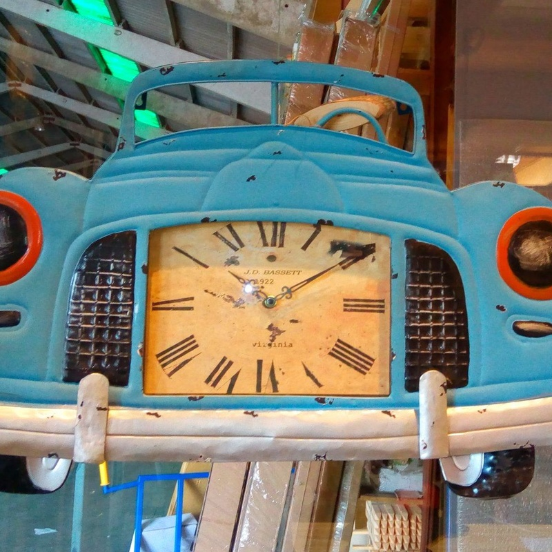 Reloj metálico coche