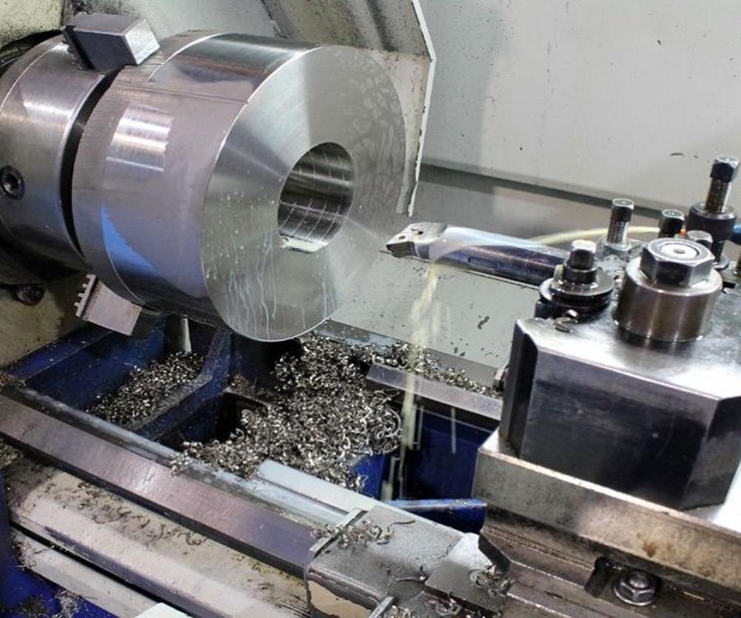Los diferentes tipos de torno empleados en el mecanizado de piezas metálicas