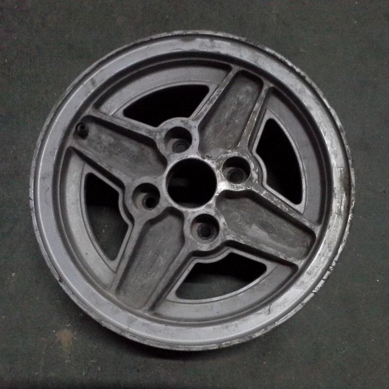 Llantas de aluminio de Ford en R-13 de 4 tornillos en desguaces Clemente de Albacete