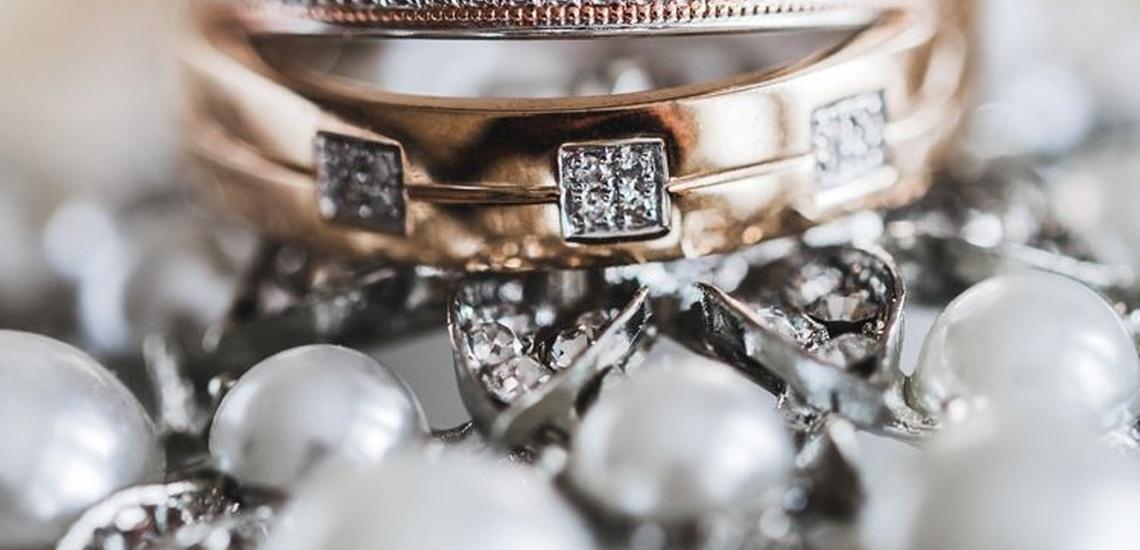 Anillos de oro en la joyería y relojería Carrillo en Ceuta